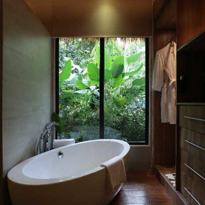 Manlalic Villa Bathtub
