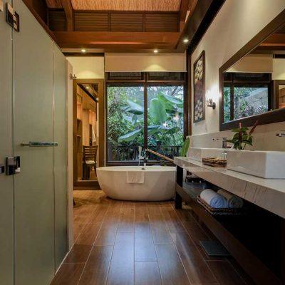 Dagmay Villa Bathtub